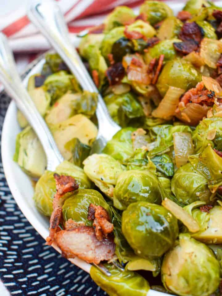 bacon and balsamic brussel sprouts with brown sugar thanksgiving side dish