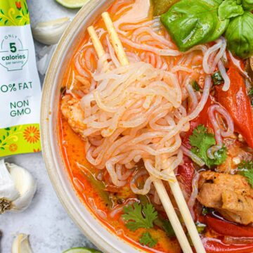 low carb chicken panang curry noodle soup