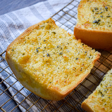 how to make garlic bread in the air fryer