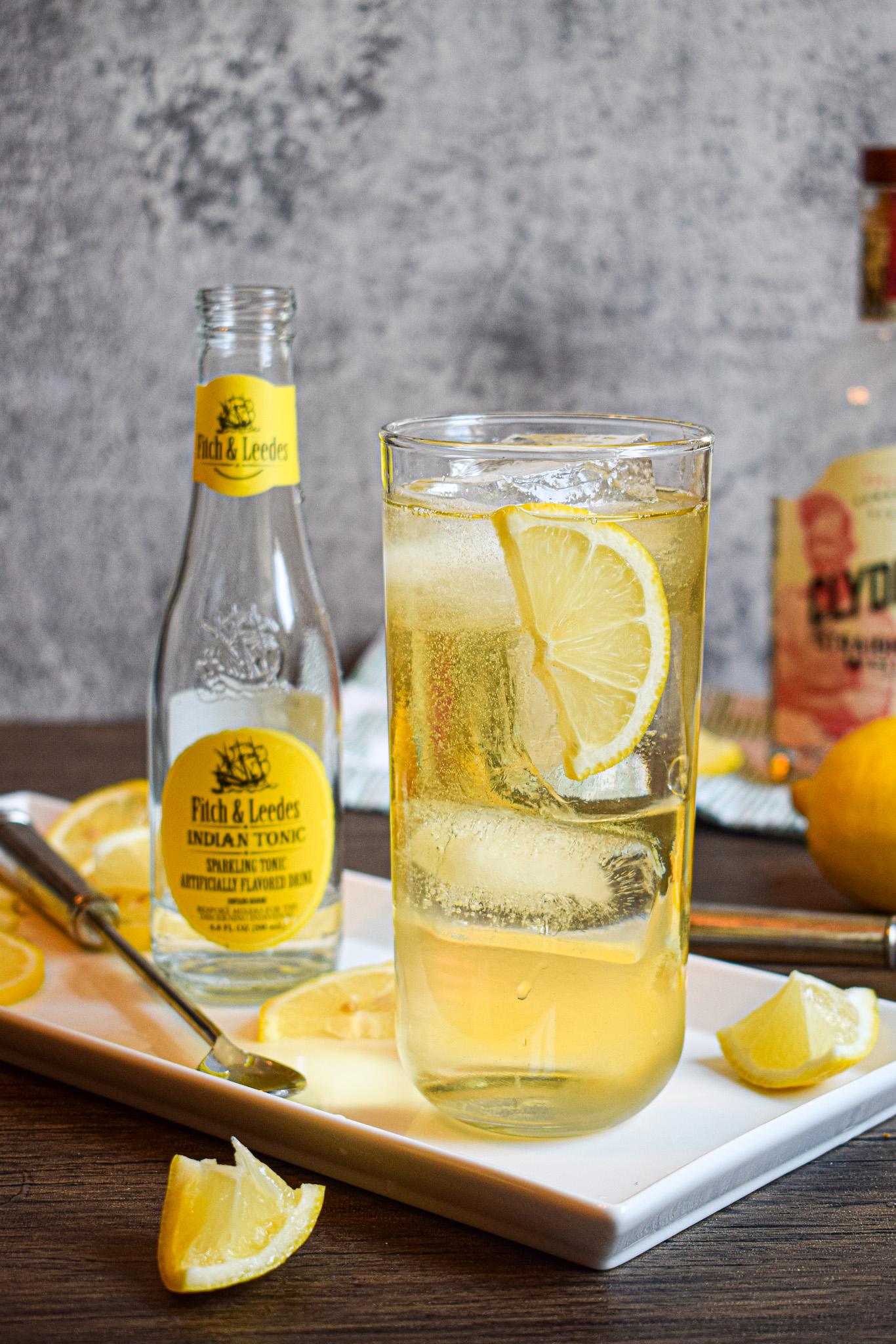whiskey bourbon tonic with lemon