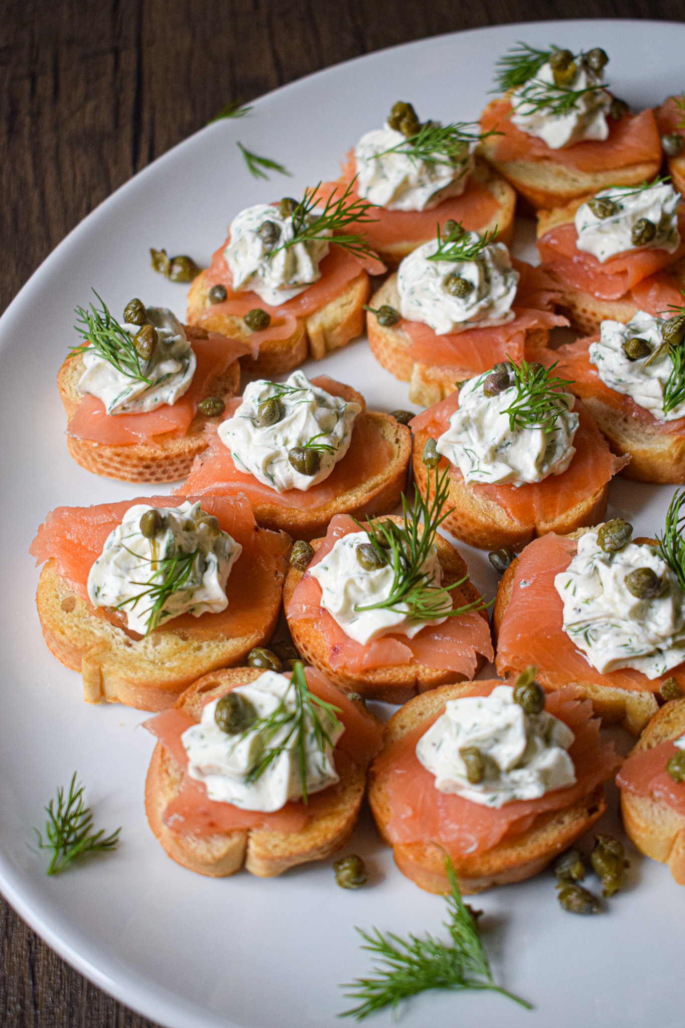 smoked salmon crostini with cream cheese and capers